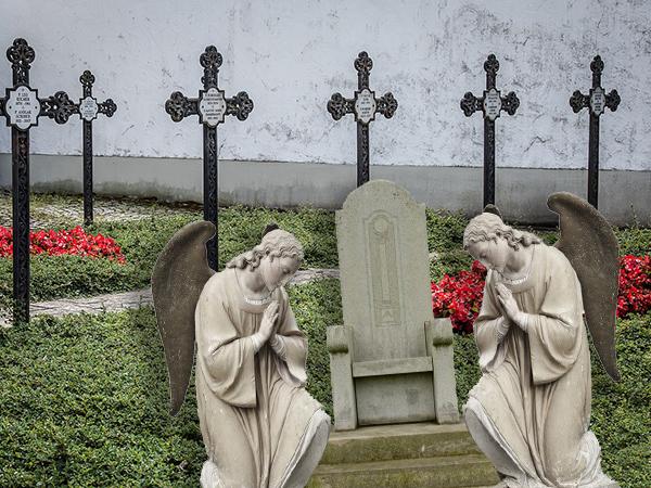 родственная могила
